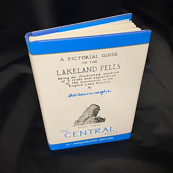 Wainwrights Pictorial Guide - Central Fells Book 3
