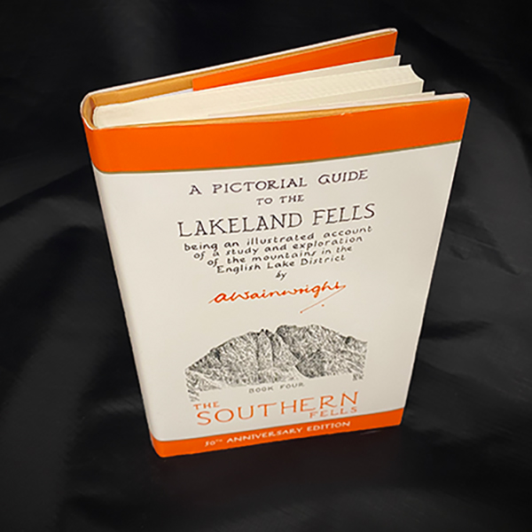 Wainwrights Pictorial Guide - Southern Fells Book 4